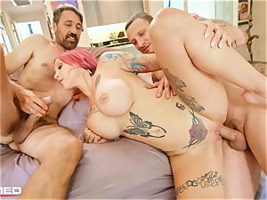 stuffed Anna Bell Peaks pumps out ash she fucks 2 boners