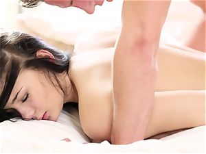 Lucy Li's afternoon romantic pounding