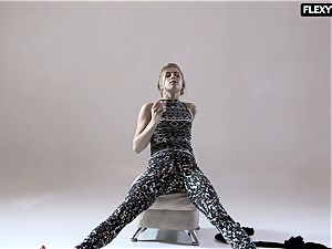 super-sexy booty gymnast Rita