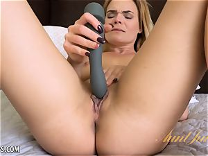 Blaten Lee plaything gets her off