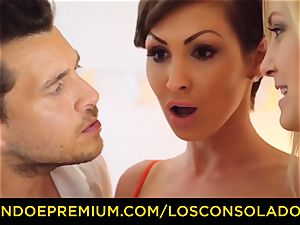 LOS CONSOLADORES - huge-titted Yasmin Scott nailed in hot FFM