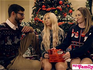 My Family Pies - super-naughty Sisters Get Brothers stiffy S1:E2