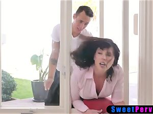 Stepmom stucks in the window and 2 stepsons nail her