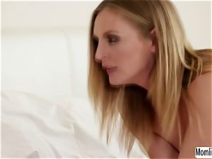 Cadence Lux tries her massager experiment to stepmom Mona Wales