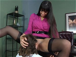 Mercedes Carrera gets an employees shaft deep inwards her