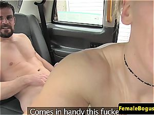 Cabbie bi-atch does her hottest to get covered in jism