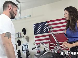 Ariella Ferrera pays the bills with her molten screw crevasse