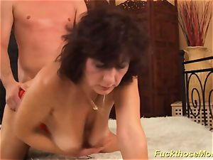 facial cumshot on chesty unshaved mommy