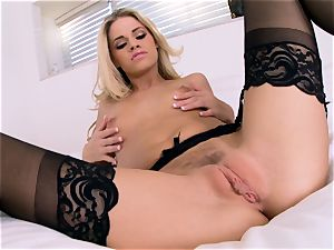 Jessa Rhodes milks in cool ebony underwear