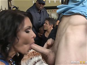 Criminals wife Jessica Jaymes pounded by a super-hot cop