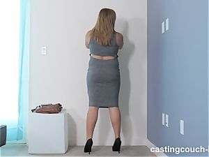 chubby bombshell Dee arrives to the CastingCouch HD