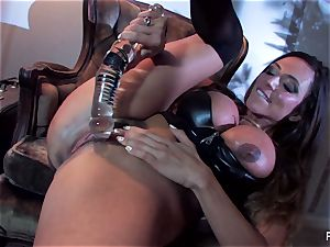 Ariella Ferrera pummels herself with a ample glass toy