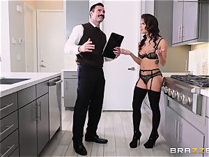 snatch beating the housewife Keisha Grey
