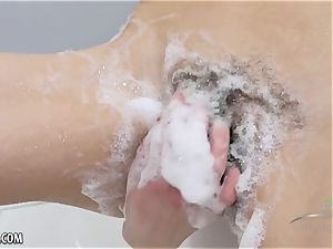 Lillian finger screws her moist furry pussy in the tub