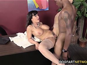 Lisa Ann Gets penetrated By Her dark-hued employee