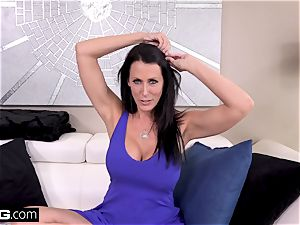 plow Real milfs Reagan Foxx gets an ultimate nail