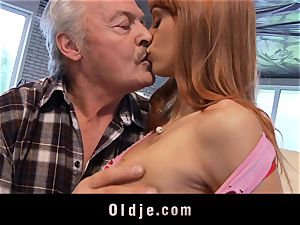 Oldman Gustavo blessed to screw super-sexy Erica Fontes