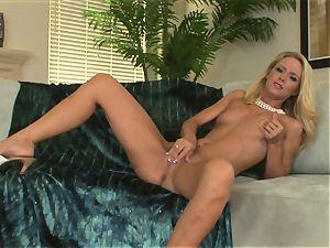 insane ash-blonde Sophia Lynn wants her honeypot to cum for a rock hard fucktoy